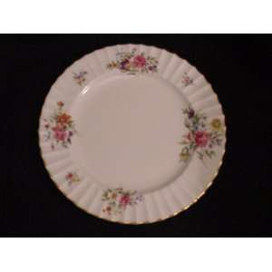 ROYAL WORCESTER SALAD PLATE ROANOKE (CREAM)