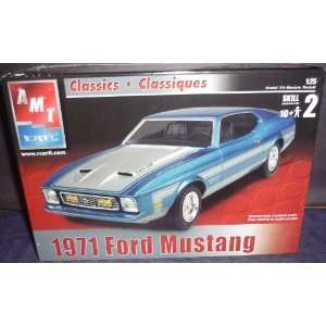 AMT Classic 1971 Ford Mustang model Kit Toys & Games
