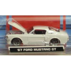 FORD MUSTANG GT WHITE   164 SCALE DIE CAST METAL BODY & CHASSIS Toys